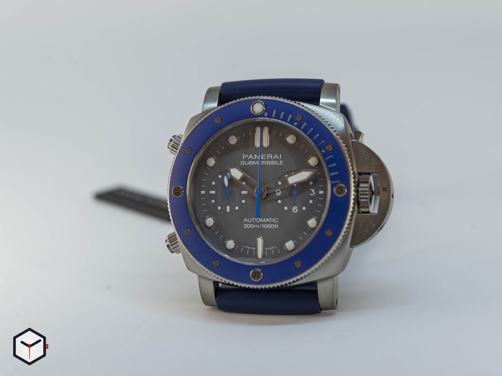 pam00982-officine-panerai-submersible-chrono-guillaume-nery-edition-grey-dial-8-.jpg