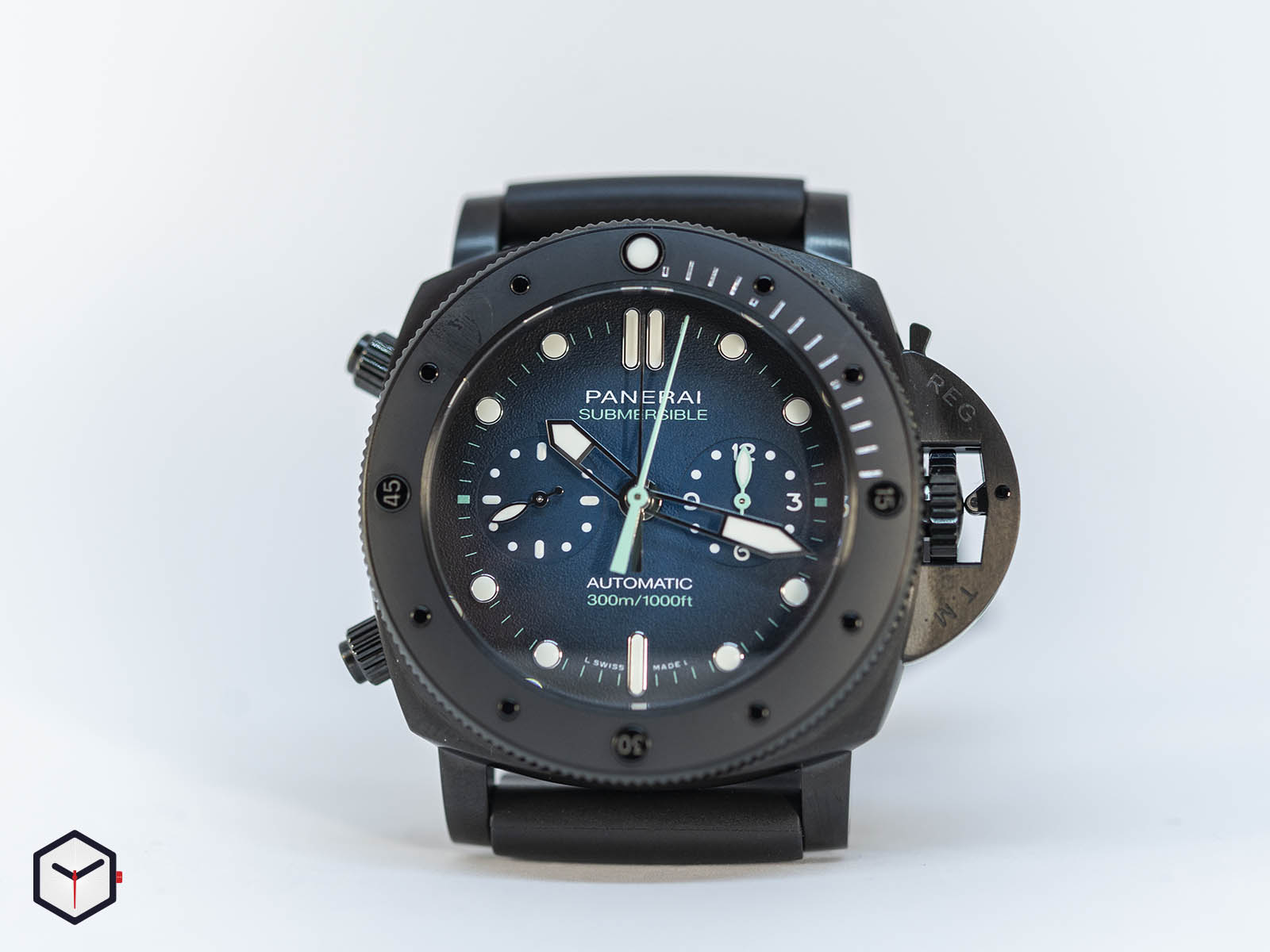 pam00983-officine-panerai-submersible-chrono-guillaume-nery-edition-blue-and-black-dial-8-.jpg