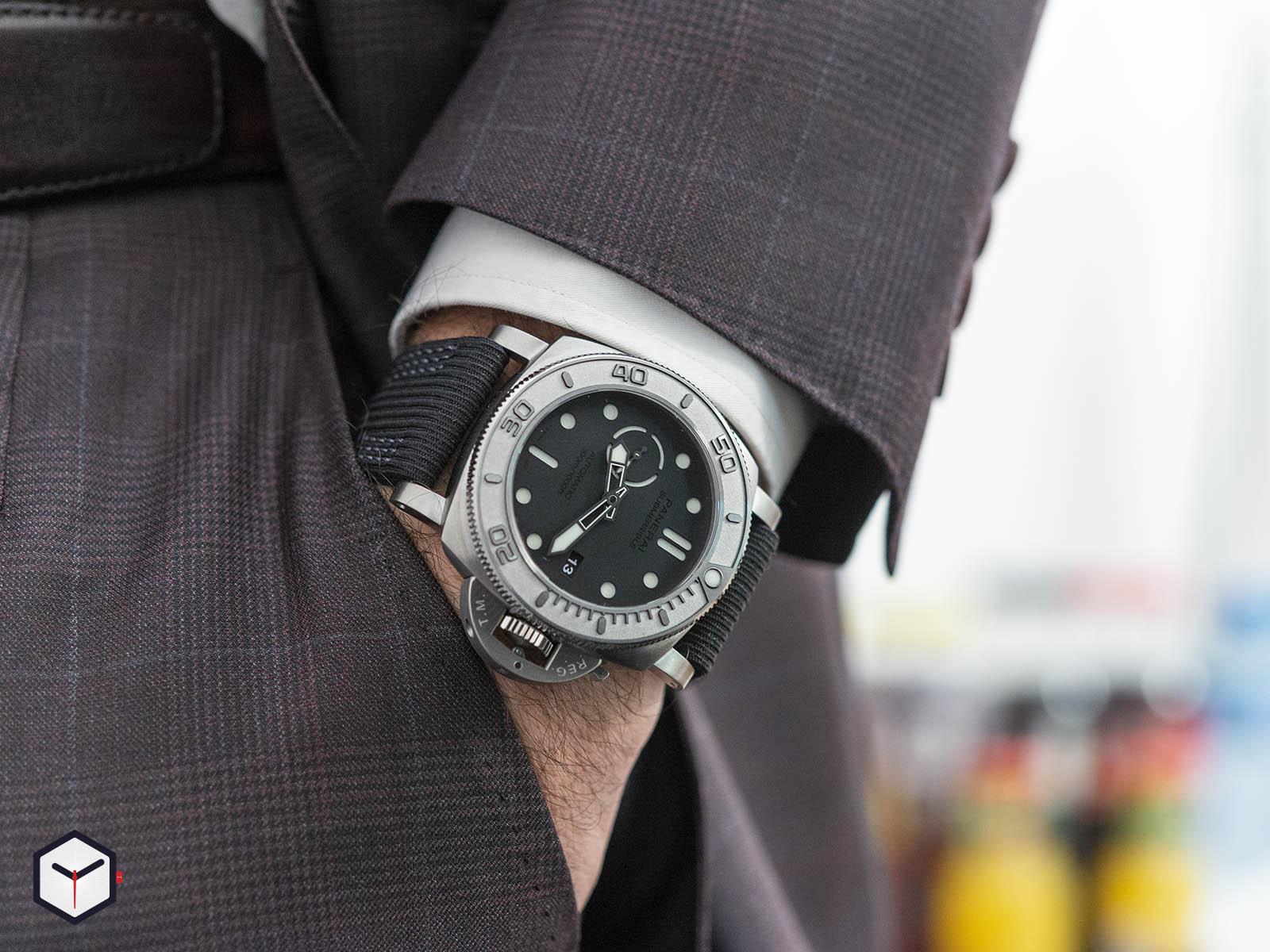 pam00984-officine-panerai-submersible-mike-horn-edition-47mm-7-.jpg