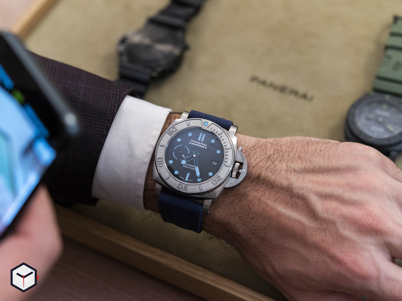 pam00985-officine-panerai-submersible-mike-horn-edition-47mm-7-.jpg