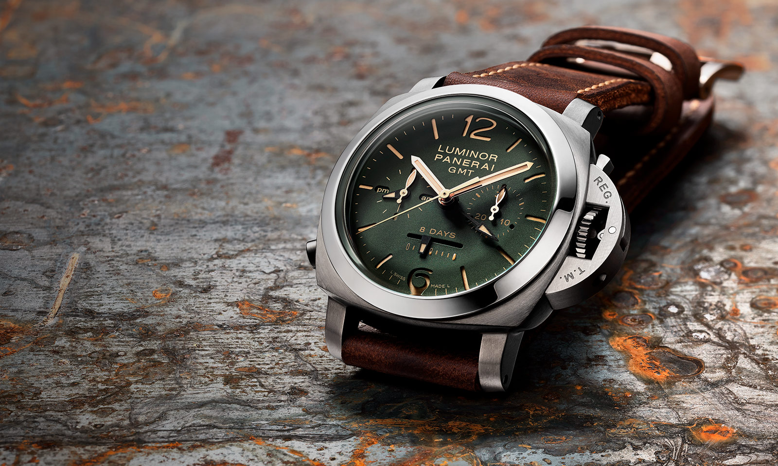 Panerai-Luminor-1950-Chrono-PAM00737-Green-Dial-3.jpg