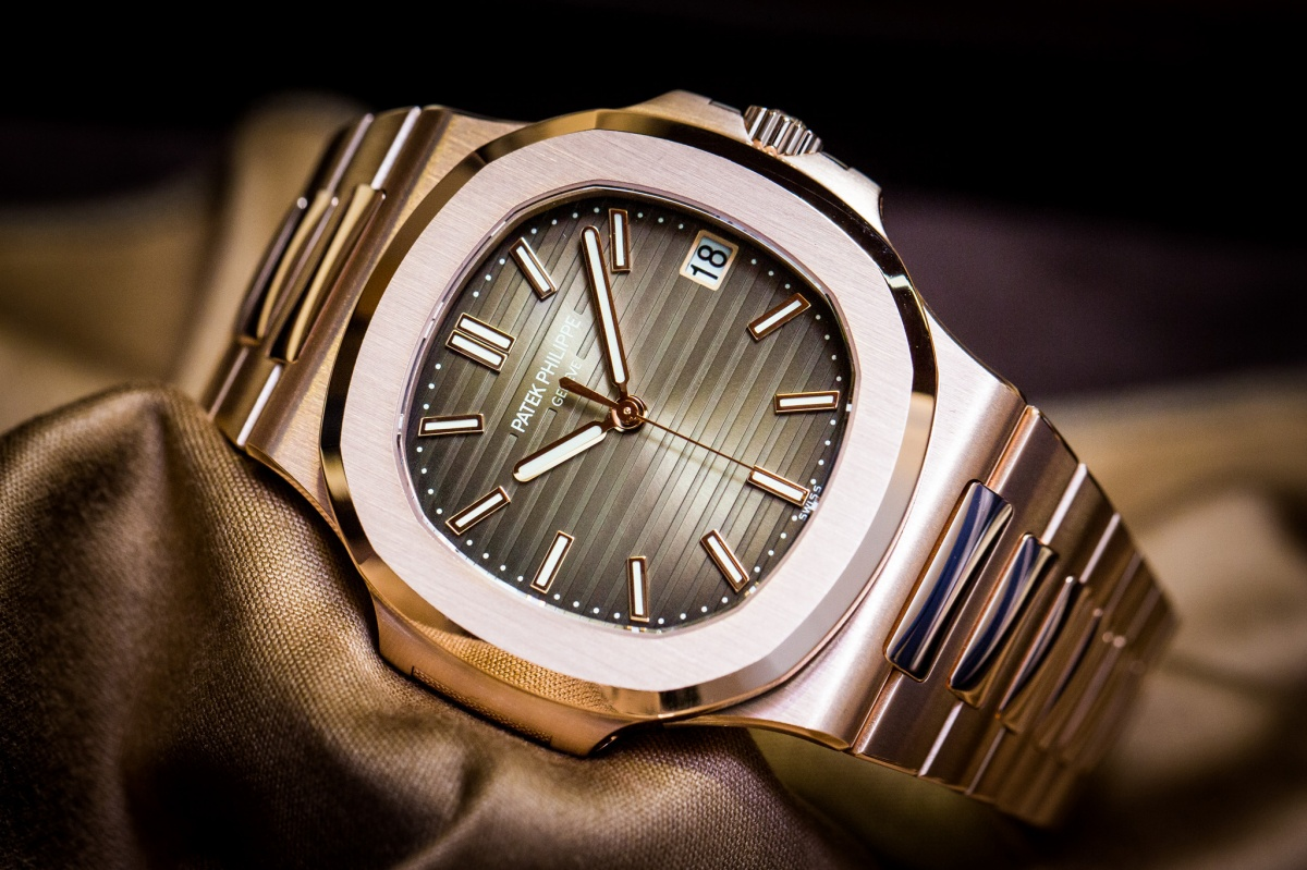 Patek-Philippe-Nautilus-5711-1R-001-Rose-Gold-Watch-Baselworld-2015-Front1.jpg