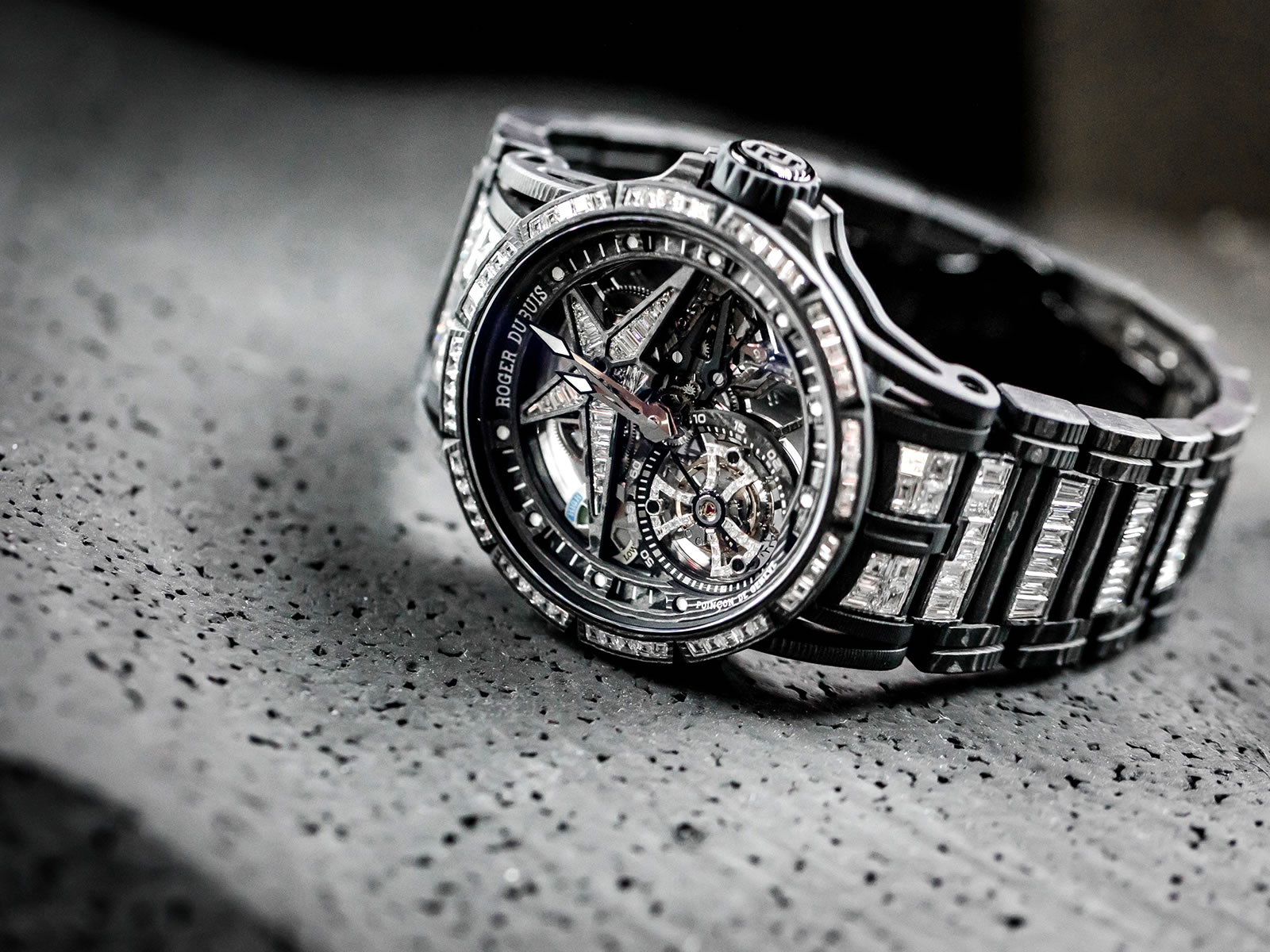 rddbex0675-roger-dubuis-excalibur-spider-ultimate-carbon-1-.jpg