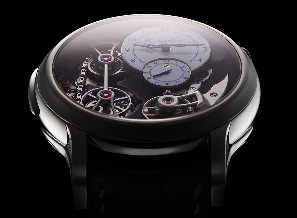 Romain_Gauthier_Logical_One_natural_titanium_clous_de_Paris_dial-3.jpg