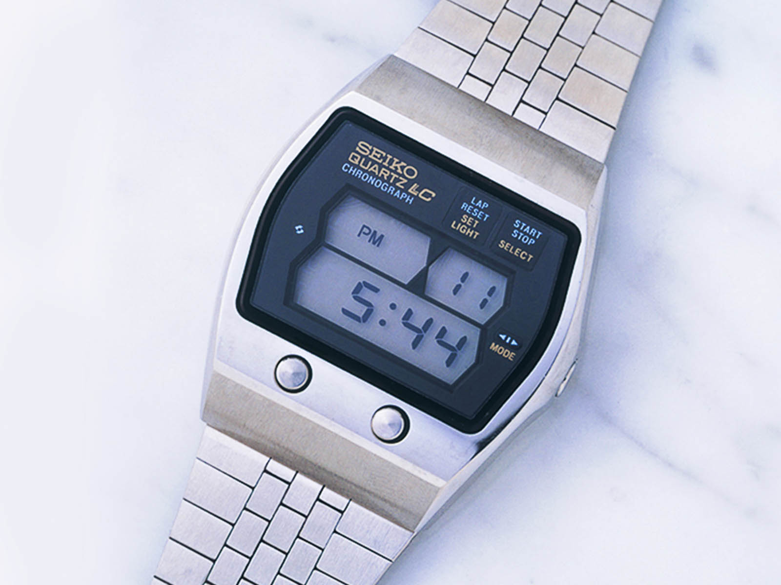 0634-seiko-the-world-s-first-multi-function-digital-watch-1975.jpg