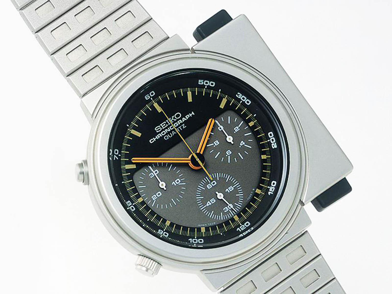 seiko-the-world-s-first-analog-quartz-watch-with-chronograph-1983.jpg