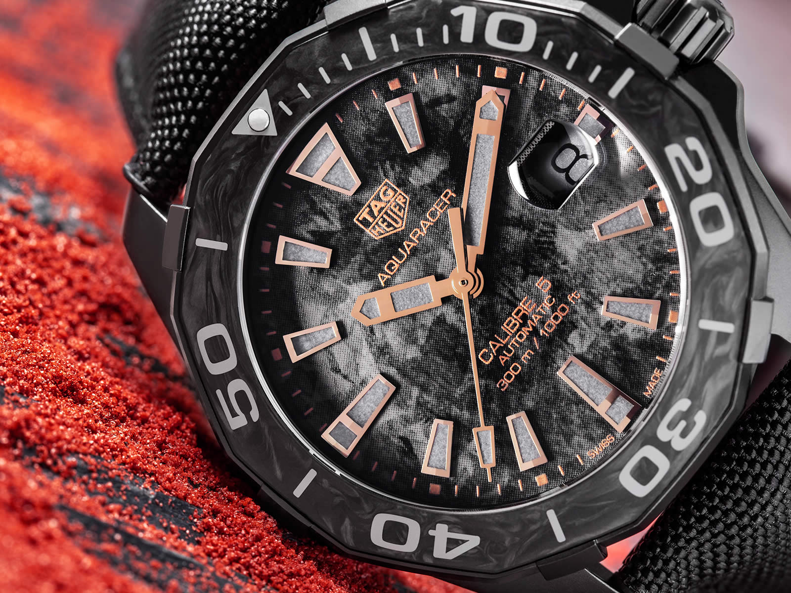 wbd218a-fc6445-tag-heuer-aquaracer-300m-carbon-collection-.jpg