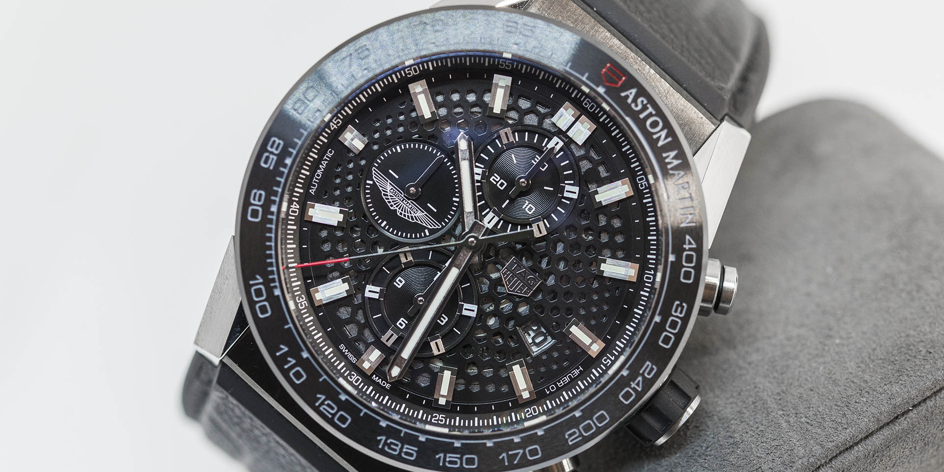 car2a1ab-ft6163-tag-heuer-carrera-heuer-01-aston-martin-1.jpg