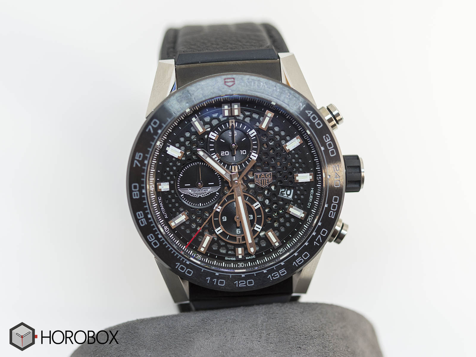 car2a1ab-ft6163-tag-heuer-carrera-heuer-01-aston-martin-4.jpg