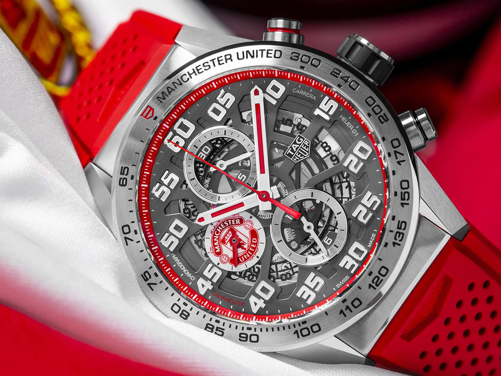 car201m-ft6156-tag-heuer-carrera-heuer-01-manchester-united-special-edition-1-.jpg