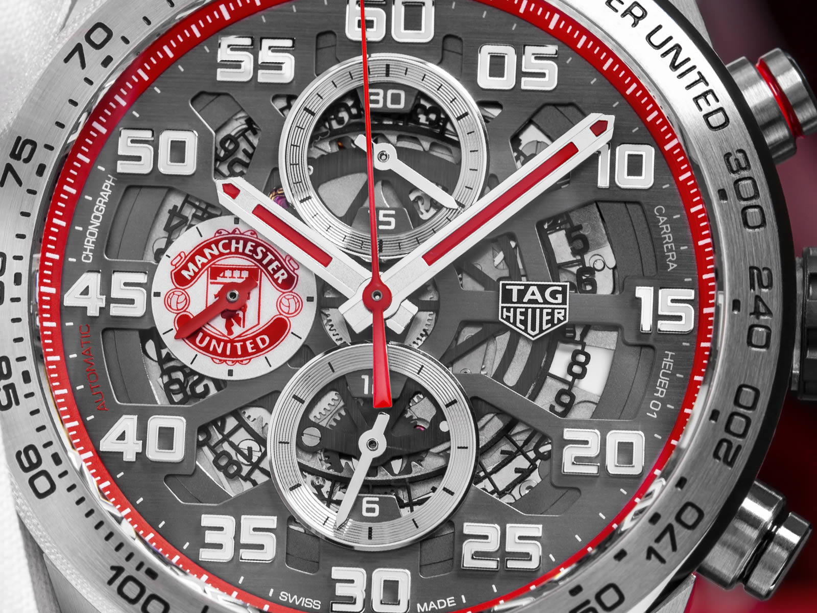 car201m-ft6156-tag-heuer-carrera-heuer-01-manchester-united-special-edition-4-.jpg