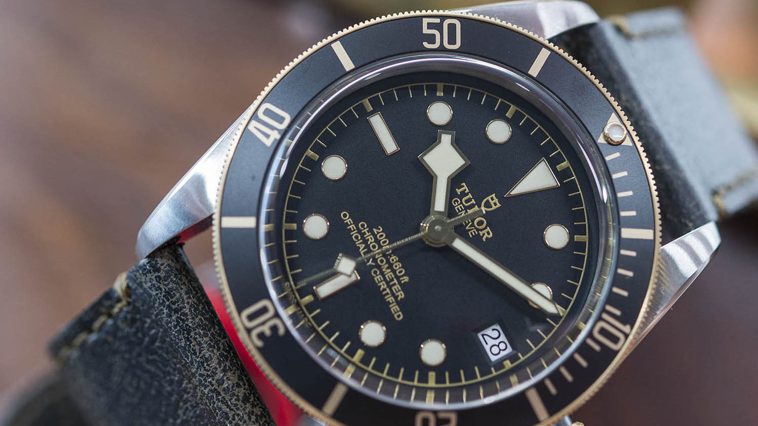 Tudor-Heritage-Black-Bay-Steel-Gold-kapak-2.jpg