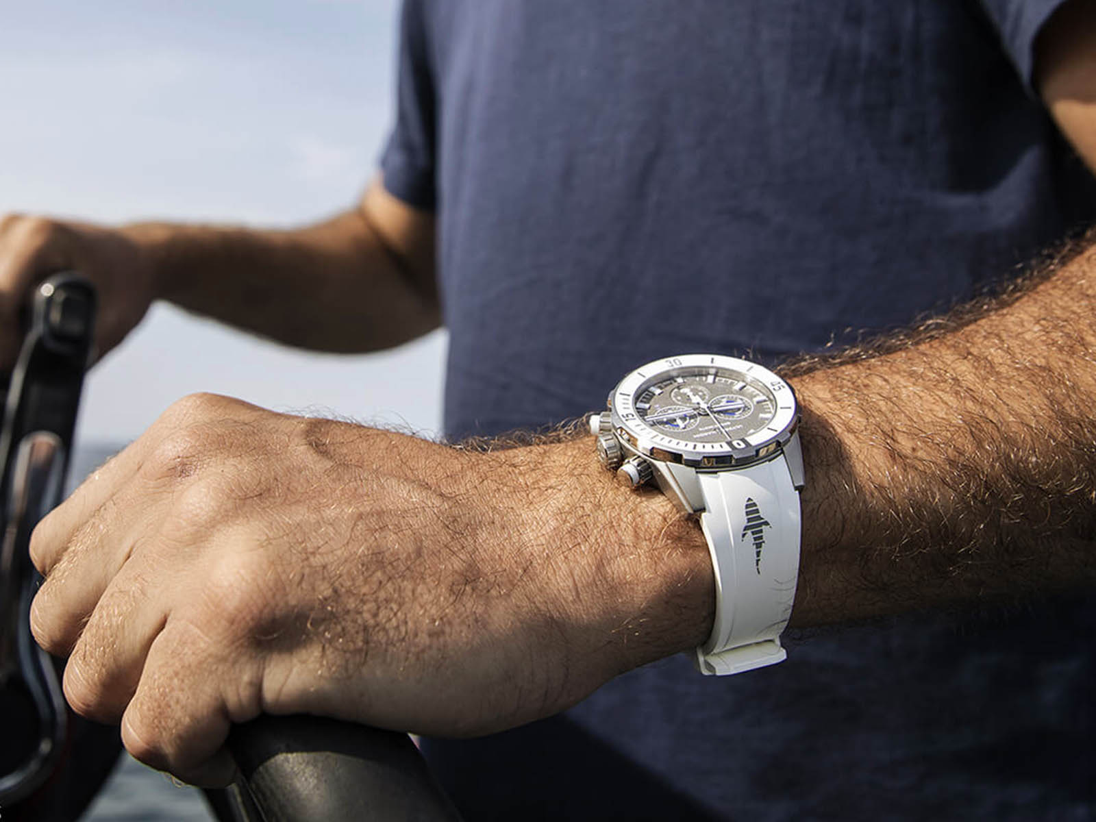 ulysse-nardin-diver-chronograph-44mm-limited-edition-great-white-4.jpg