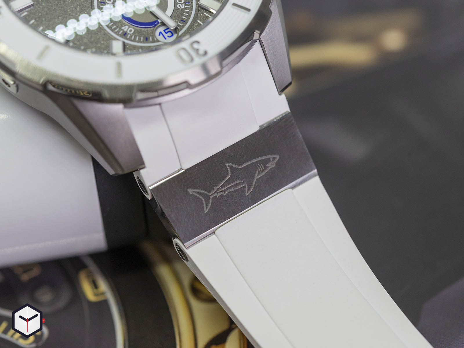 1183-170le-3-90-gw-ulysse-nardin-diver-chronometer-4.jpg