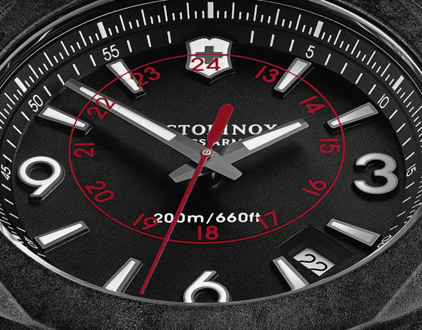 Victorinox-Swiss-Army-N-O-X-Carbon-1.jpg