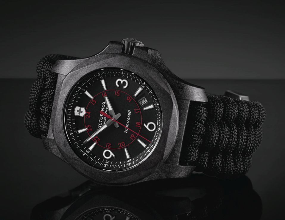 Victorinox-Swiss-Army-N-O-X-Carbon-2.jpg