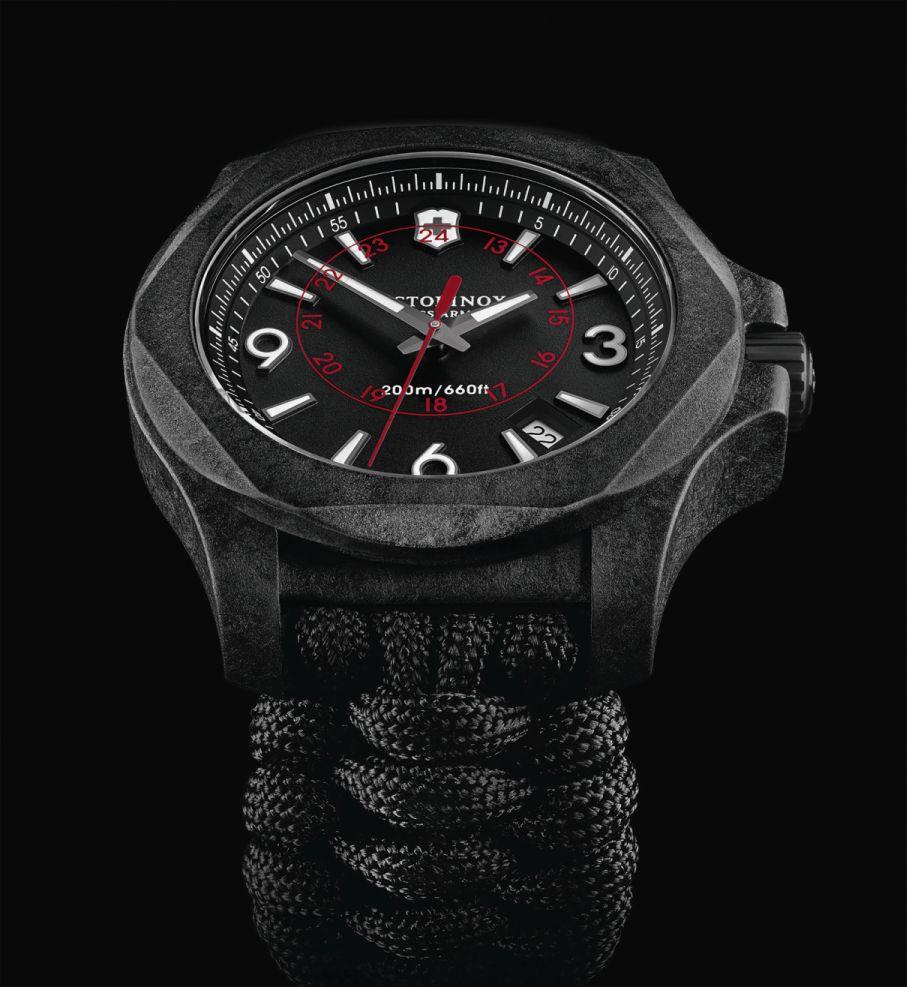 Victorinox-Swiss-Army-N-O-X-Carbon-3.jpg