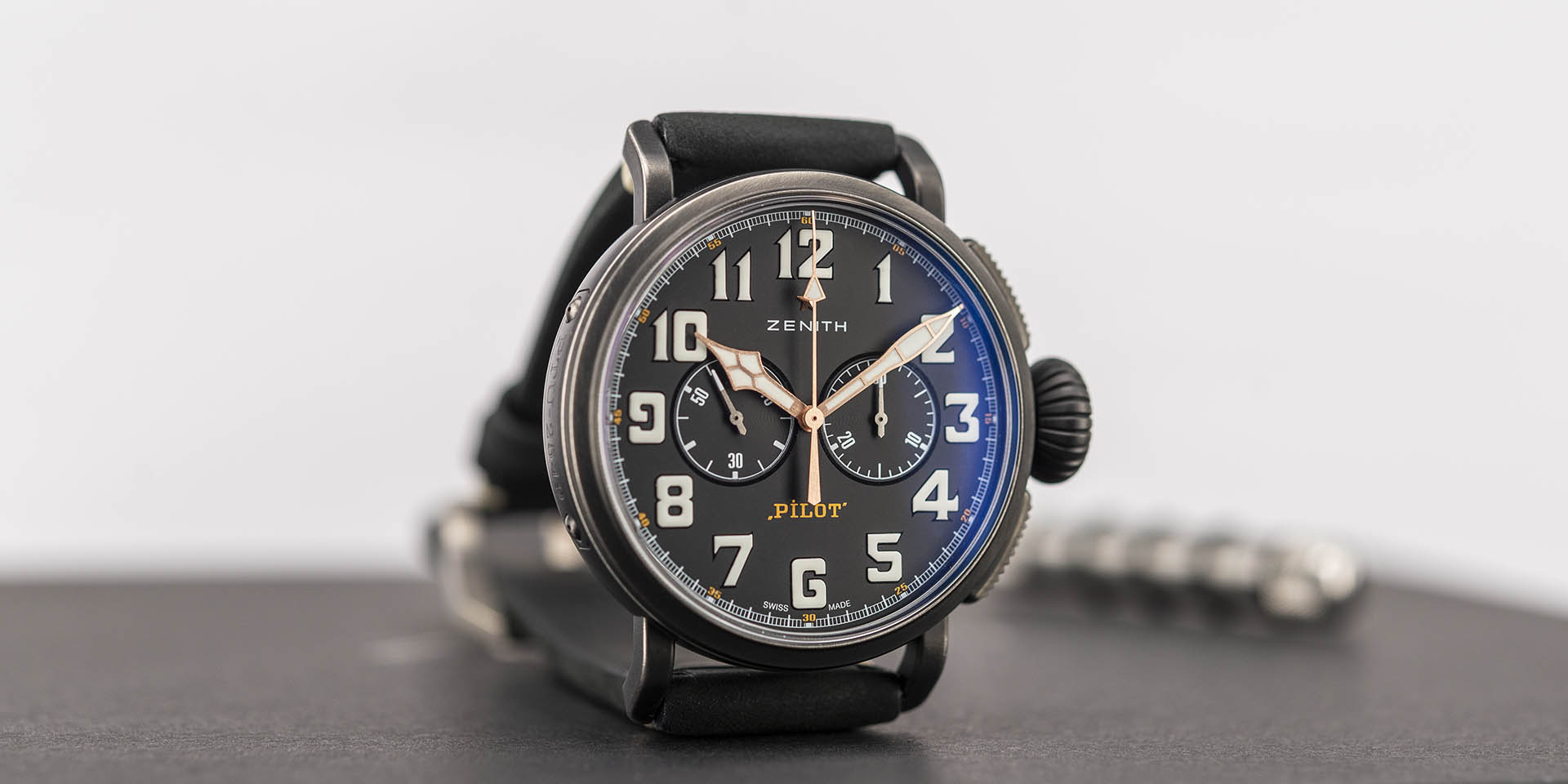 11-2432-4069-21-c900-zenith-pilot-type-20-chronograph-ton-up-1-.jpg