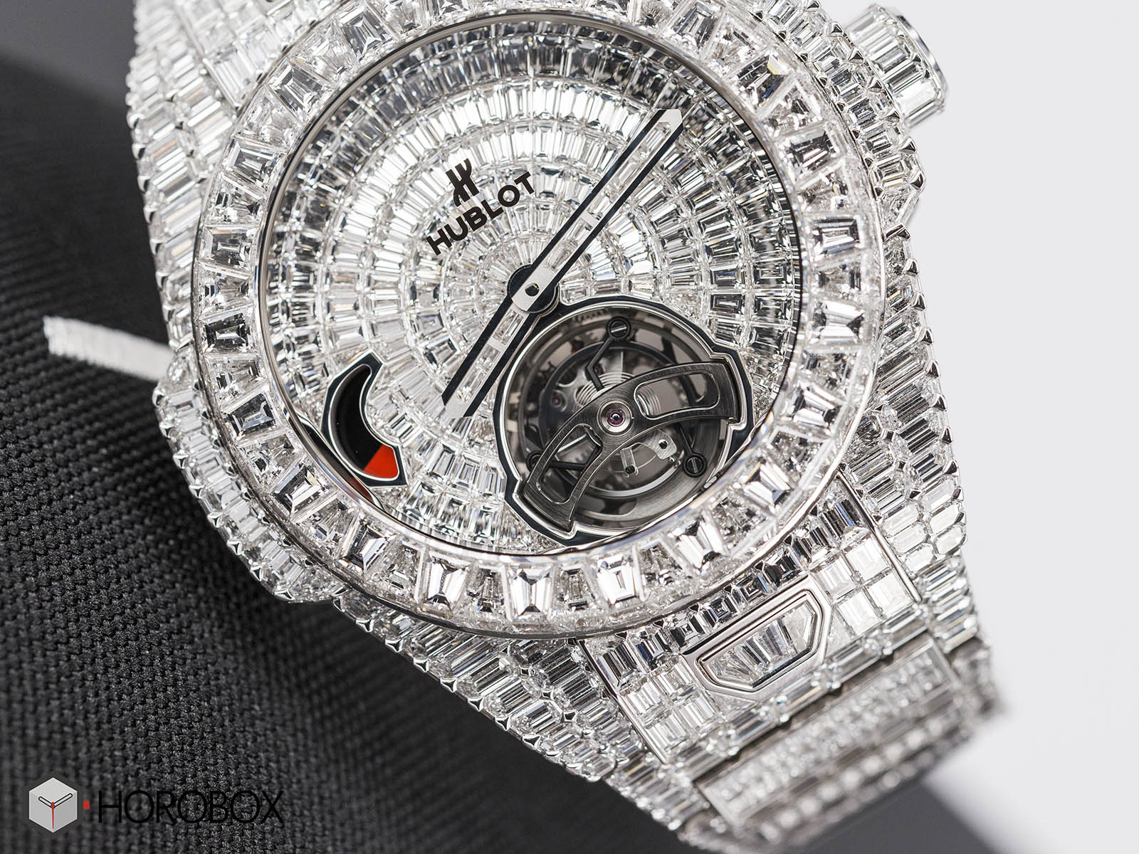 hublot-big-bang-full-diamond-1.jpg