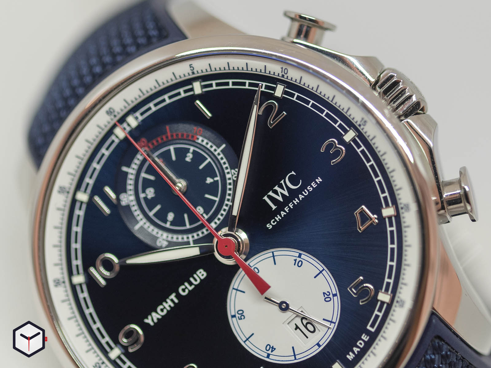 iw390704-iwc-portugieser-yacht-club-chronograph-edition-orlebar-brown-2.jpg