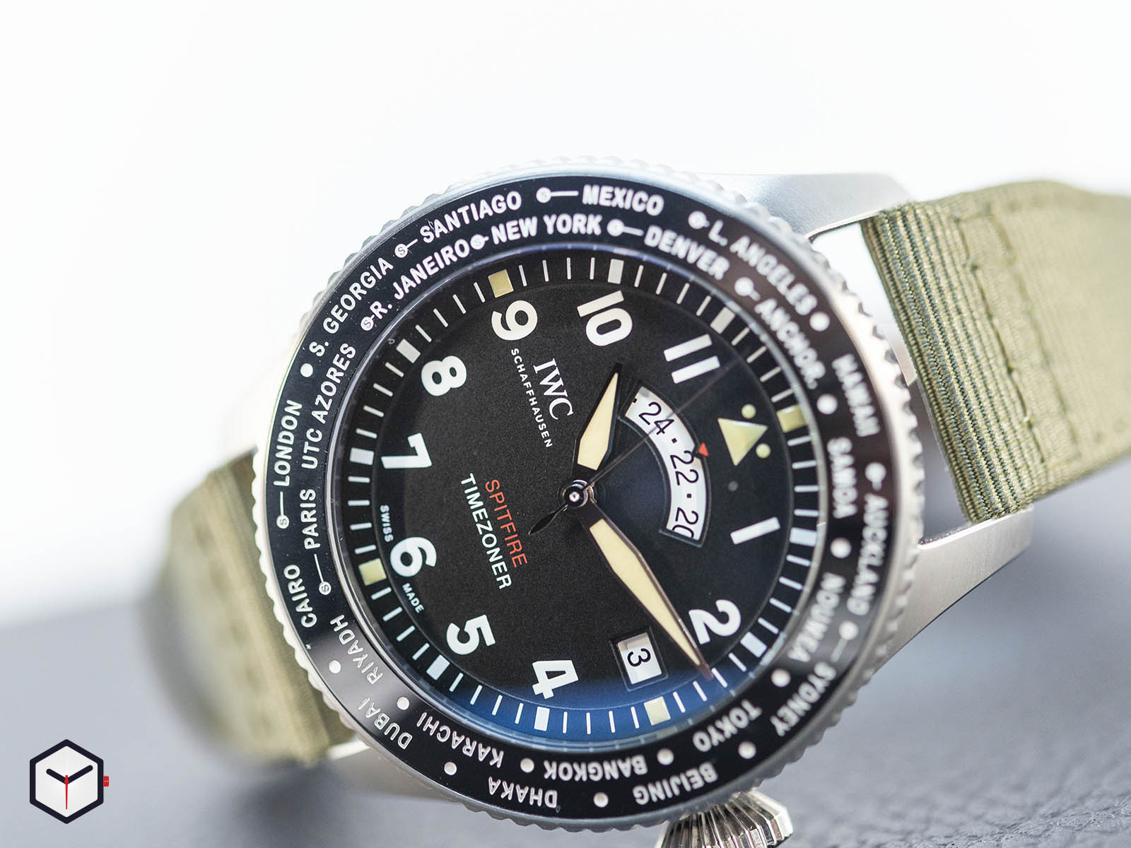 iw395501-iwc-pilot-s-watch-timezoner-spitfire-edition-the-longest-flight-1.jpg