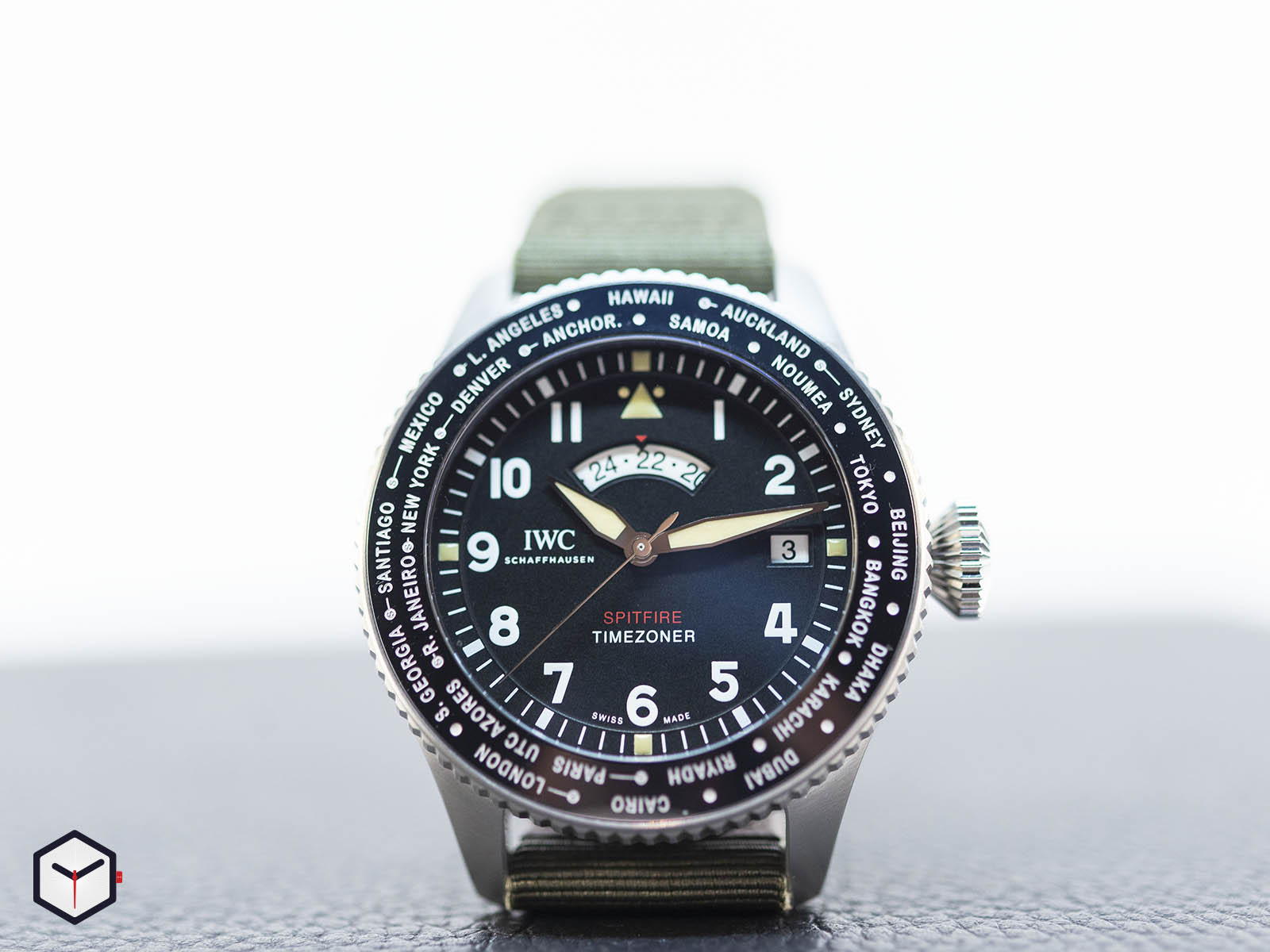 iw395501-iwc-pilot-s-watch-timezoner-spitfire-edition-the-longest-flight-2.jpg
