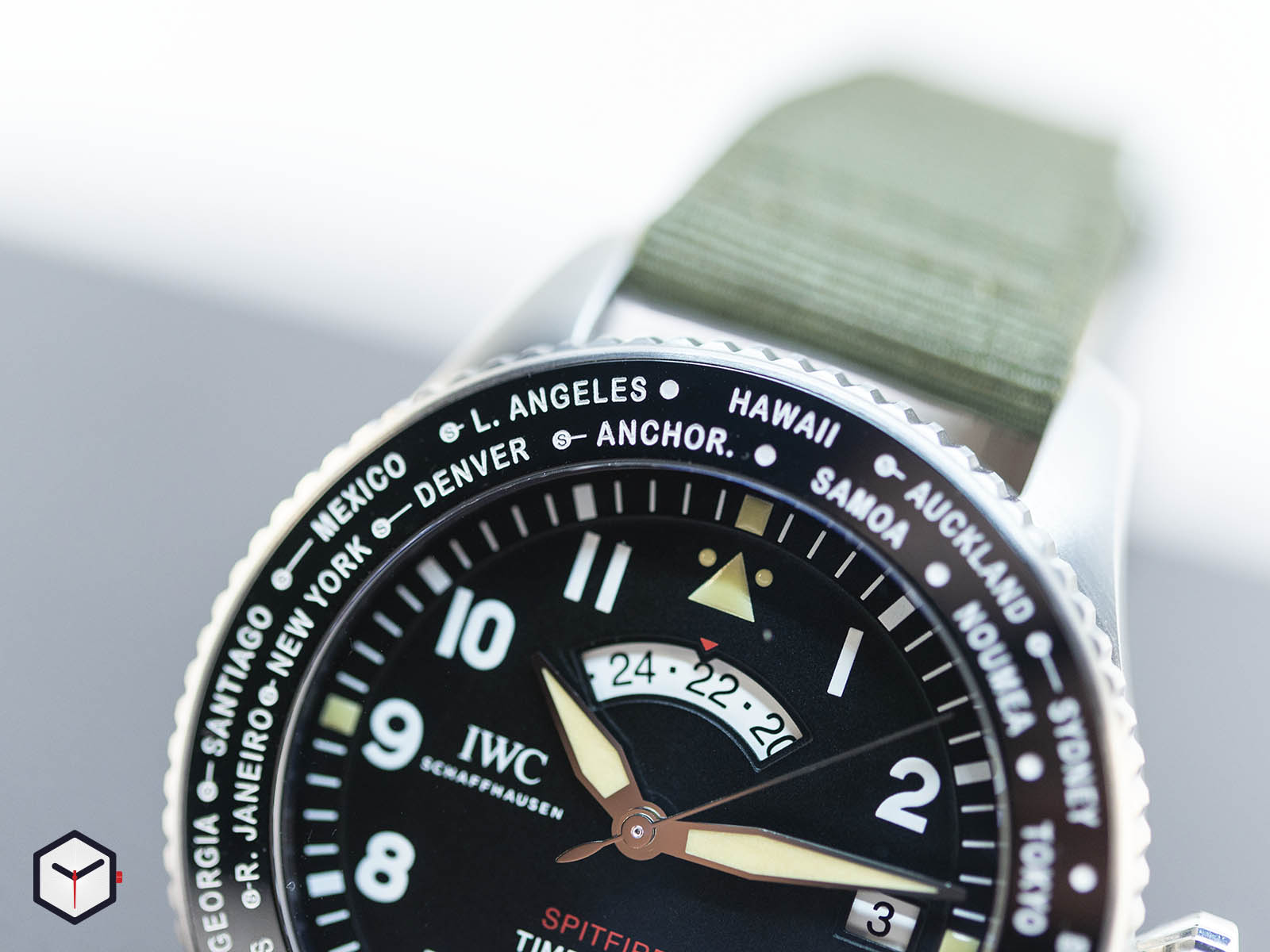 iw395501-iwc-pilot-s-watch-timezoner-spitfire-edition-the-longest-flight-3.jpg