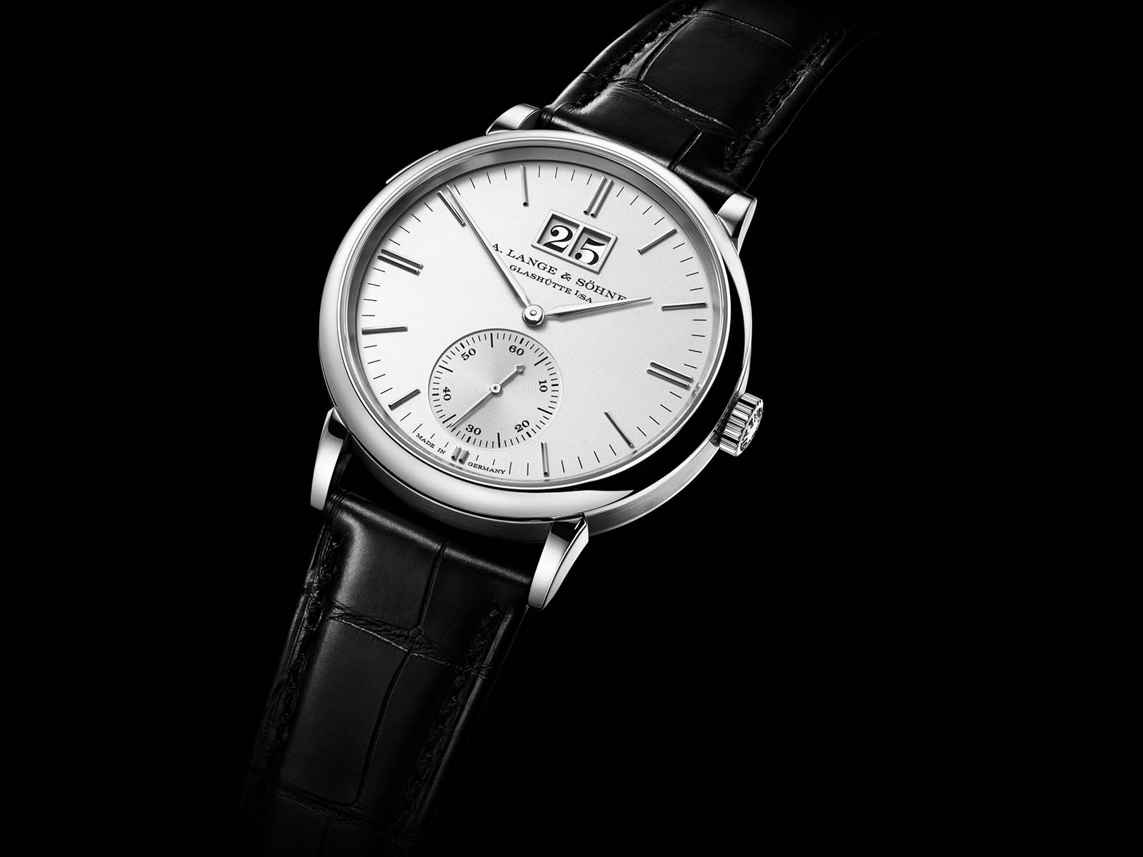 381-026-a-lange-sohne-saxonia-outsize-date-white-gold-4.jpg