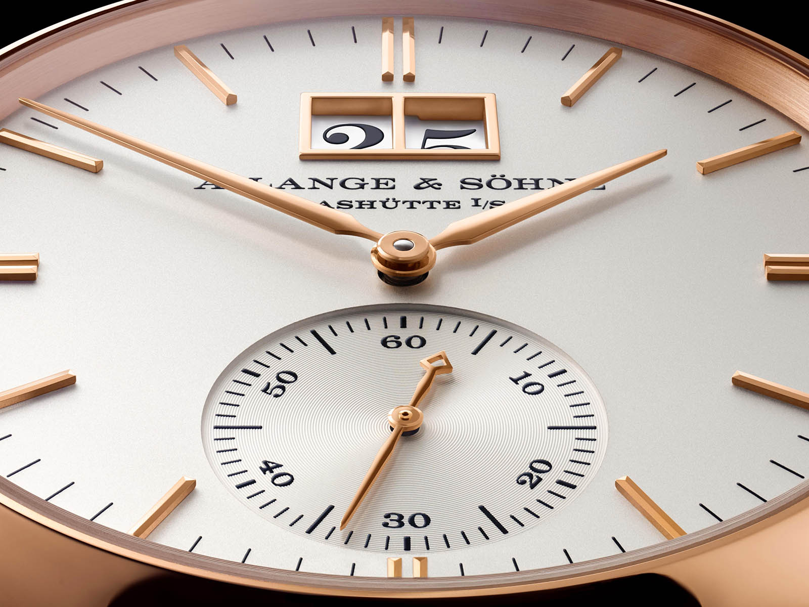 381-032-a-lange-sohne-saxonia-outsize-date-pink-gold-4.jpg