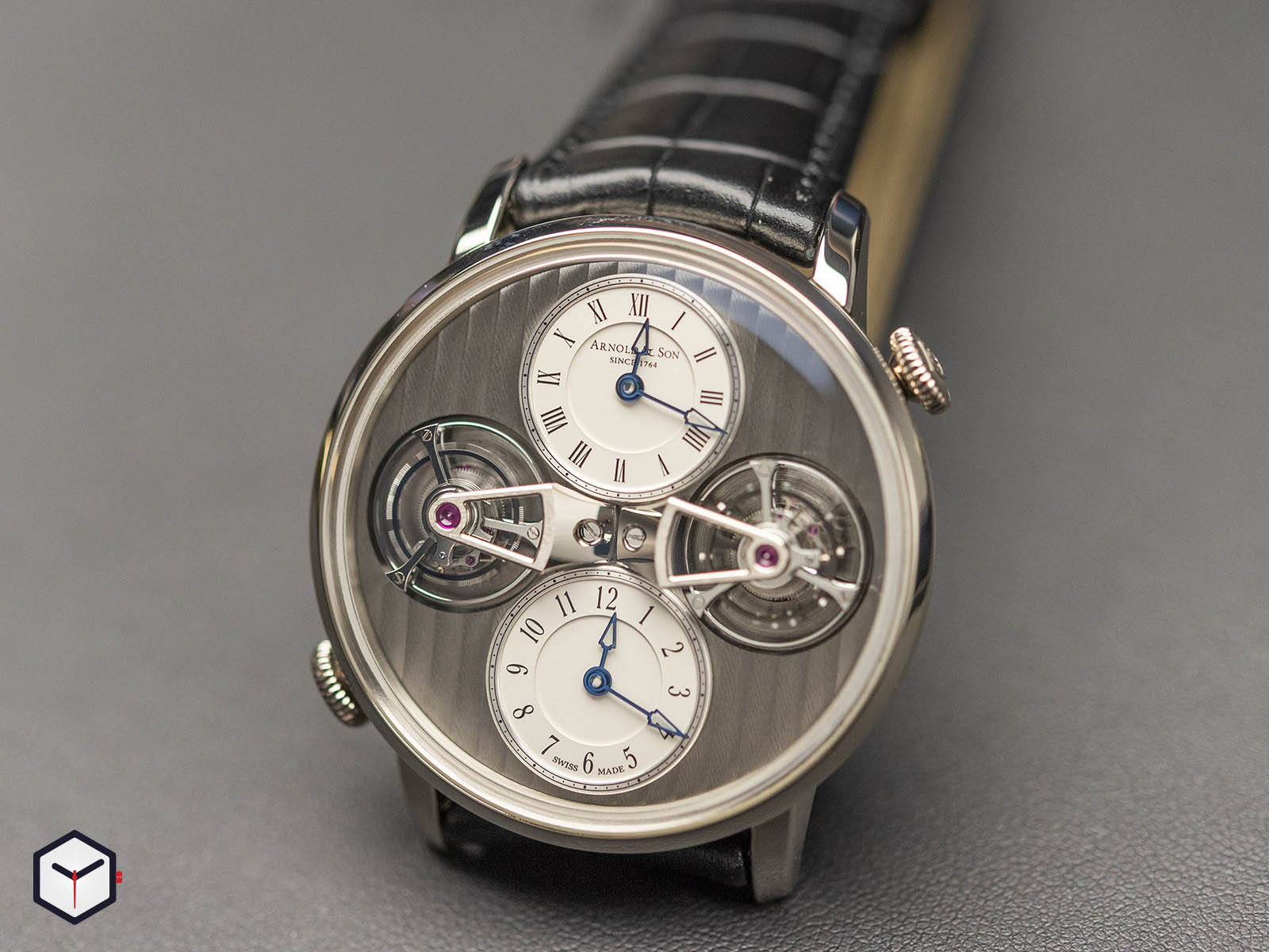 1dtaw-s01a-c121w-arnold-son-double-tourbillon-escapement-18k-white-gold-1.jpg