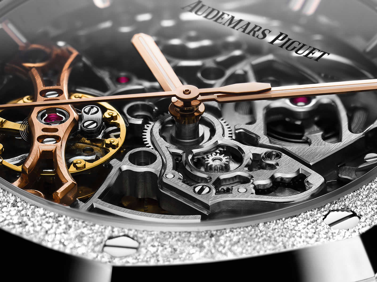 Audemars-Piguet-Royal-Oak-Double-Balance-Wheel-Openworked-15466BC-GG-1259BC-01-2-Closeup-Original-Sihh2018.jpg