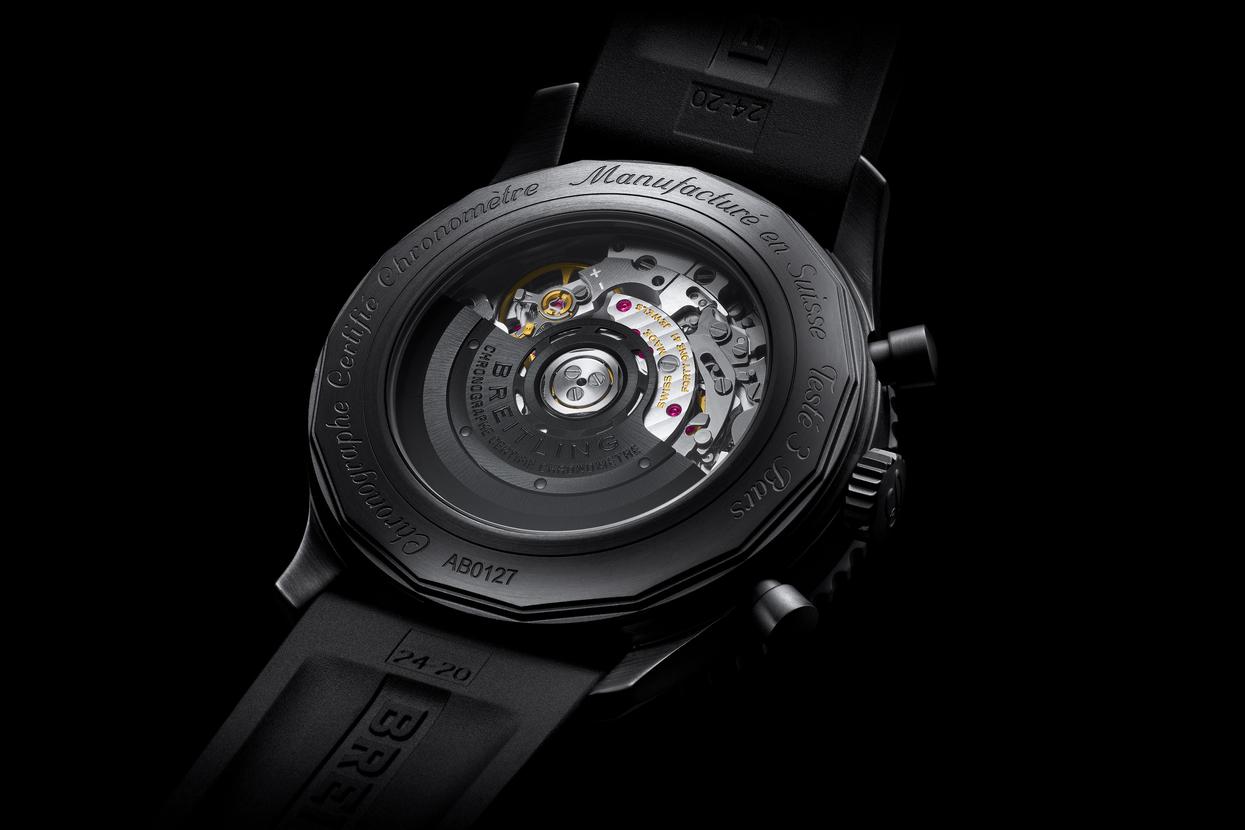 Breitling-Navitimer-46-Blacksteel-10.jpg