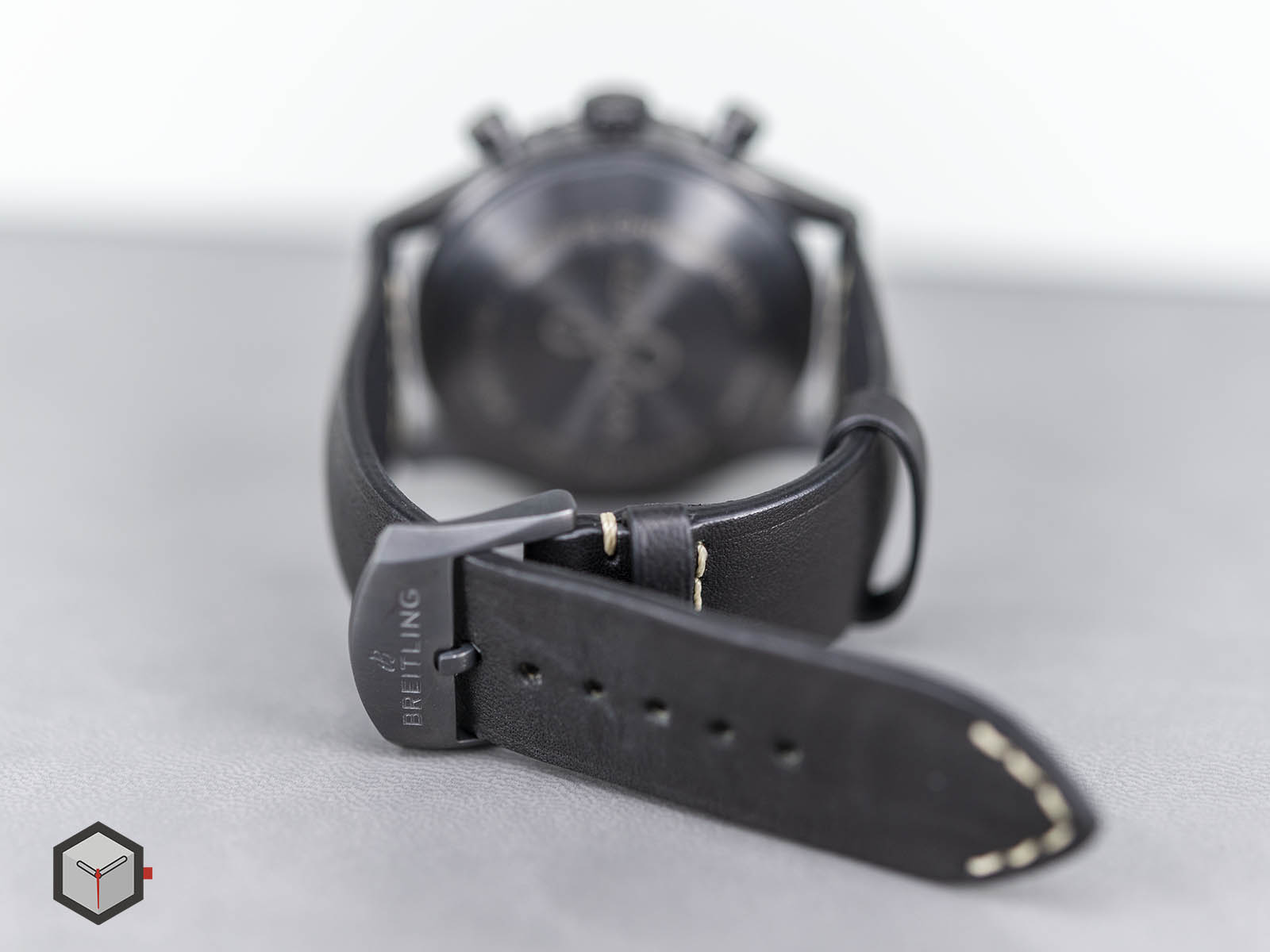 m13314101b1x1-breitling-navitimer-8-chronograph-43-blacksteel-8.jpg
