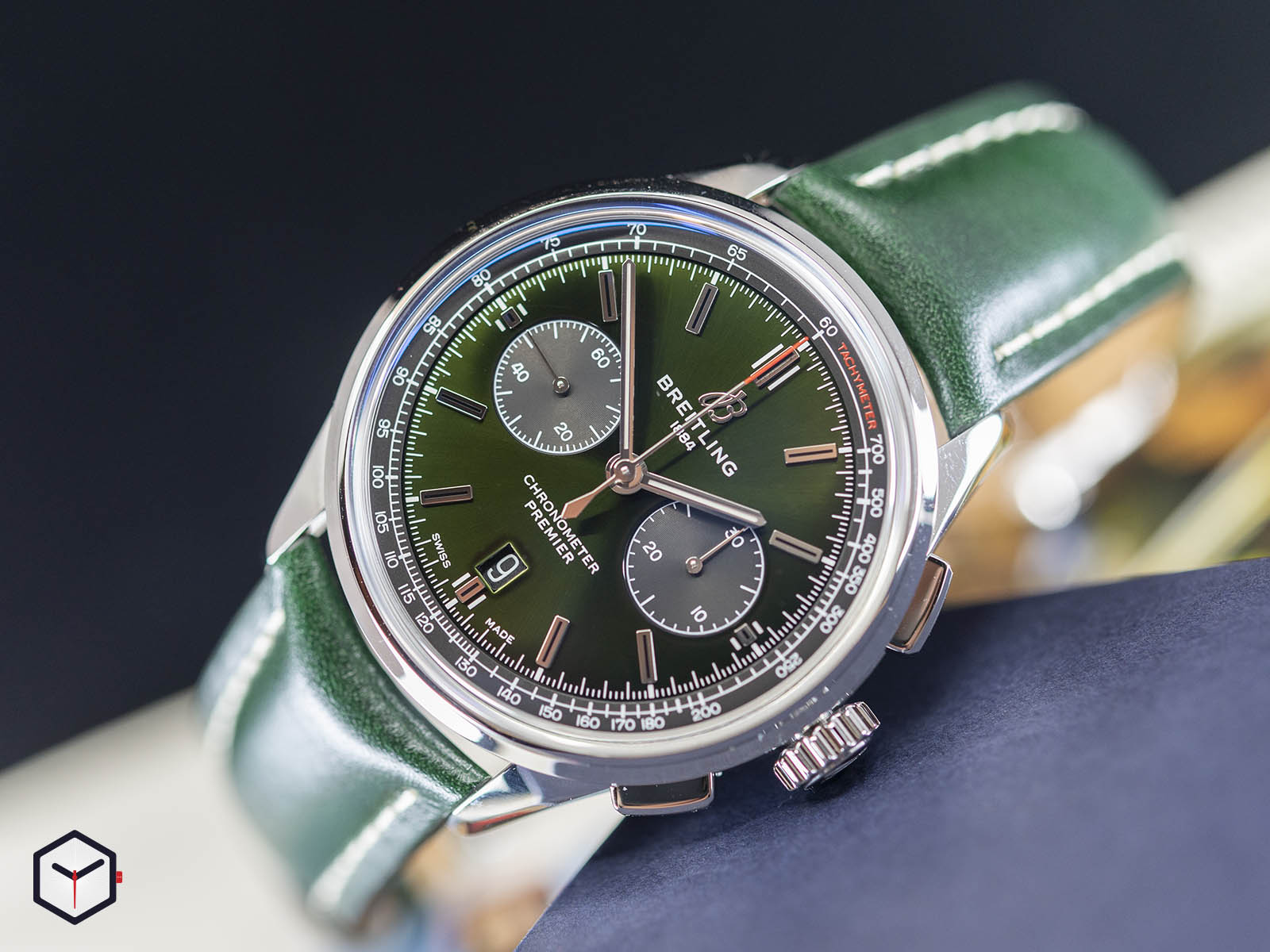 ab0118a11l1x1-breitling-premier-b01-chronograph-42-bentley-british-racing-green-2.jpg