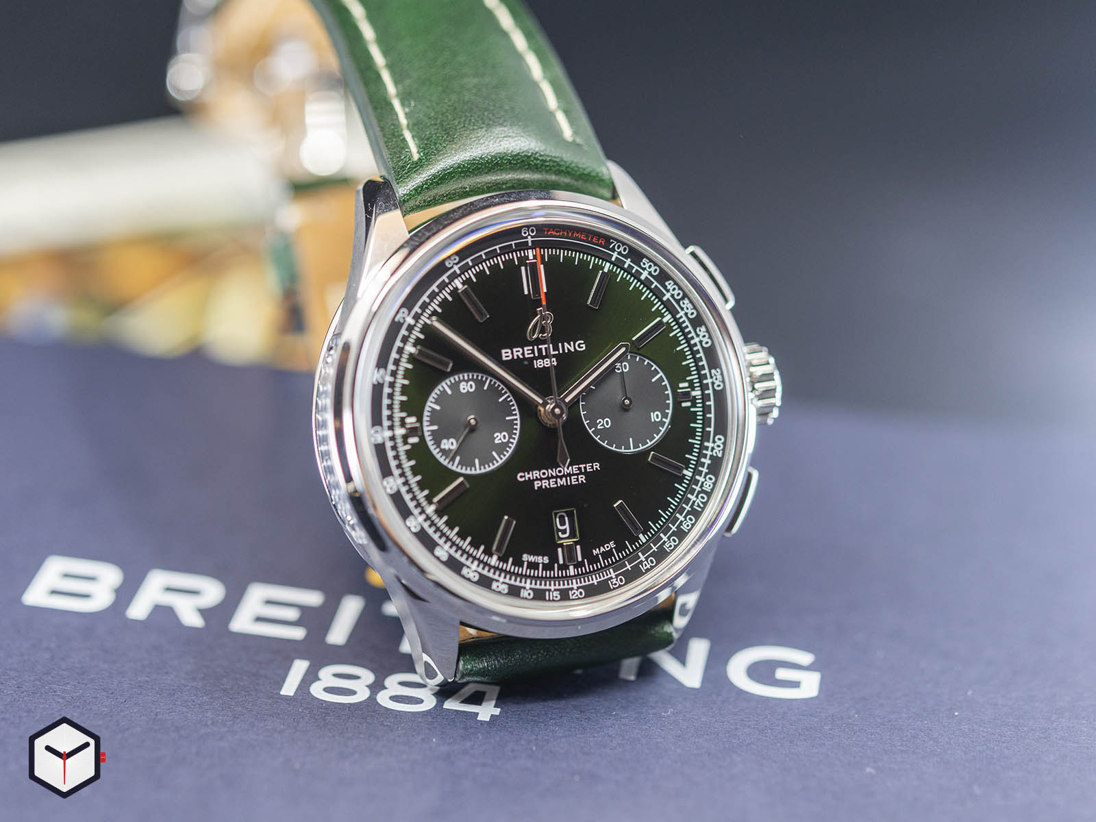 ab0118a11l1x1-breitling-premier-b01-chronograph-42-bentley-british-racing-green-3.jpg