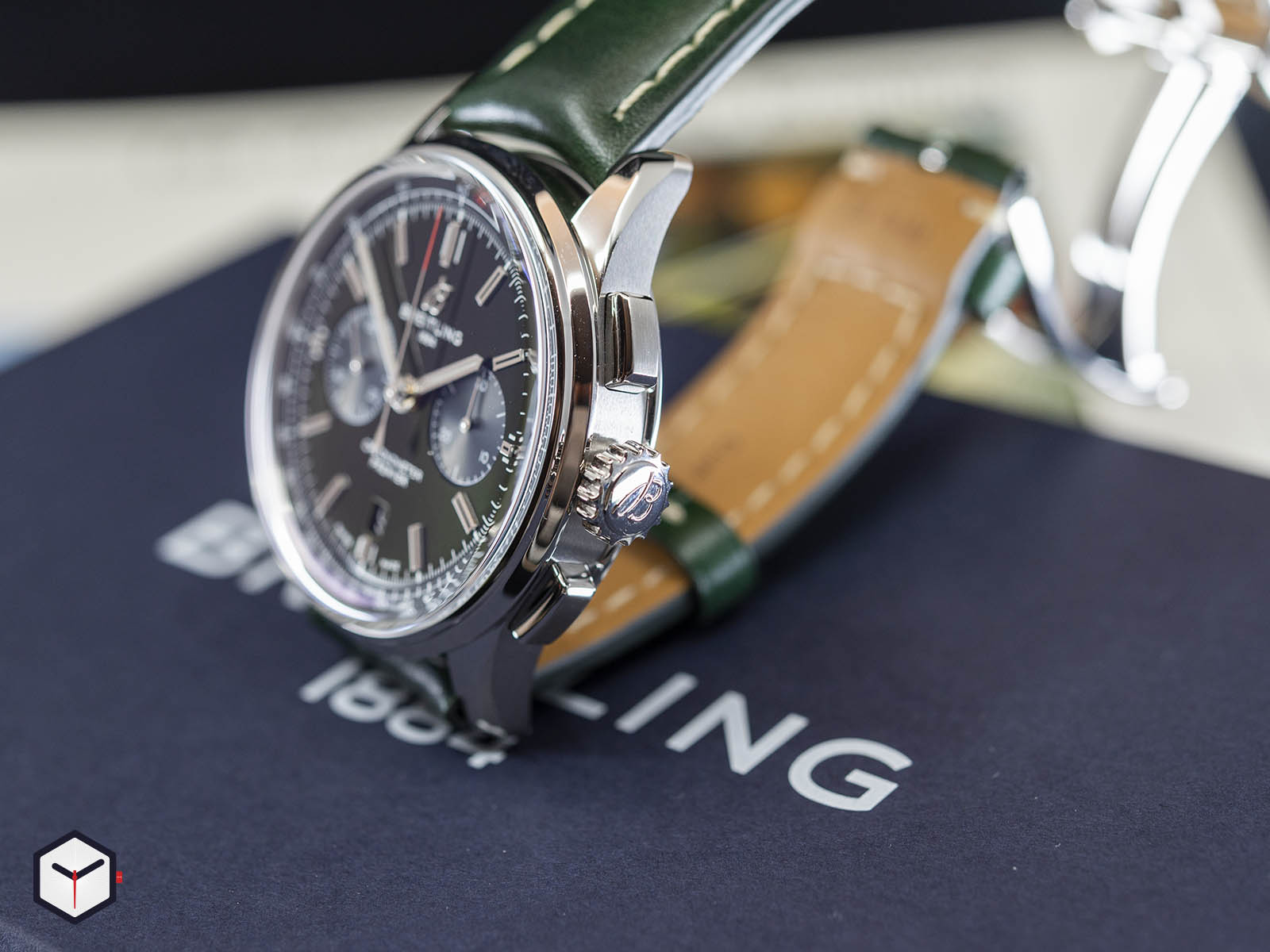 ab0118a11l1x1-breitling-premier-b01-chronograph-42-bentley-british-racing-green-4.jpg