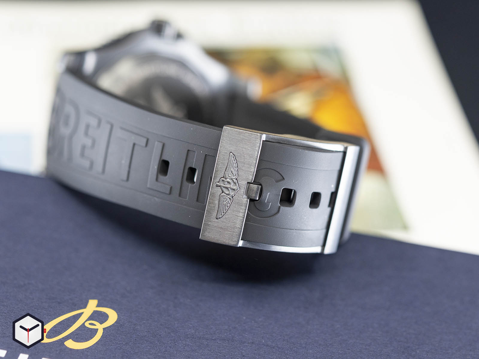m17368b71b1s1-breitling-superocean-automatic-46-black-steel-5.jpg