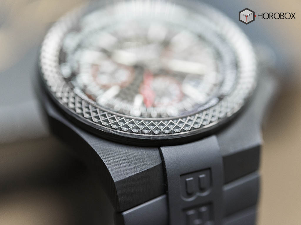 Breitling-for-Bentley-GMT-B04-S-Carbon-Body-8.jpg