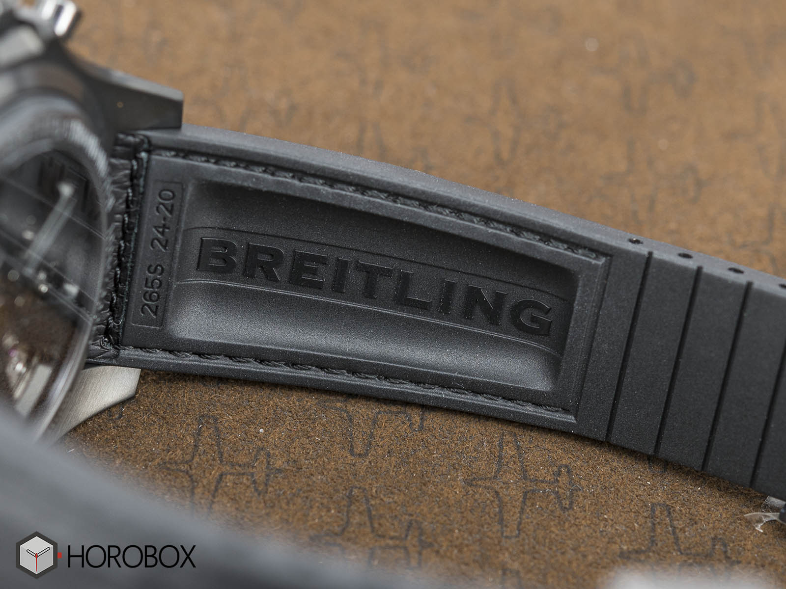 Breitling-for-Bentley-B06-Midnight-Carbon-10.jpg