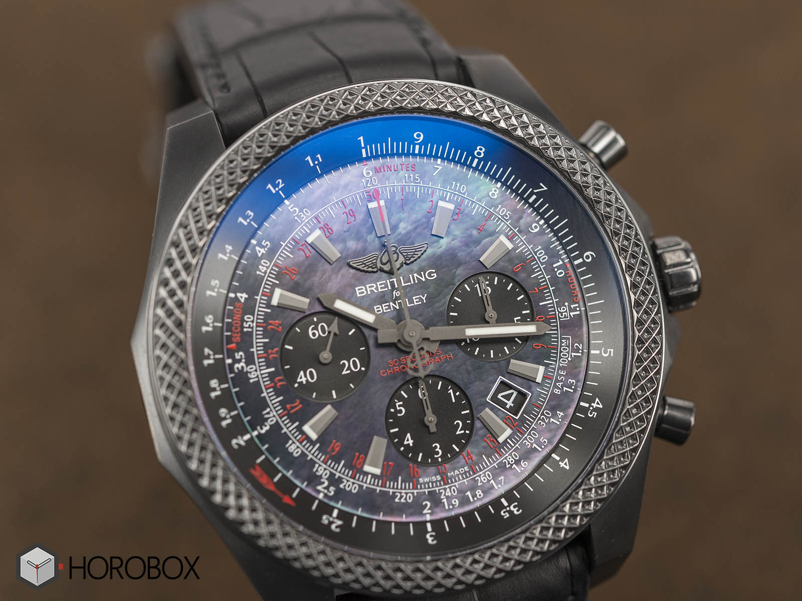 Breitling-for-Bentley-B06-Midnight-Carbon-11.jpg