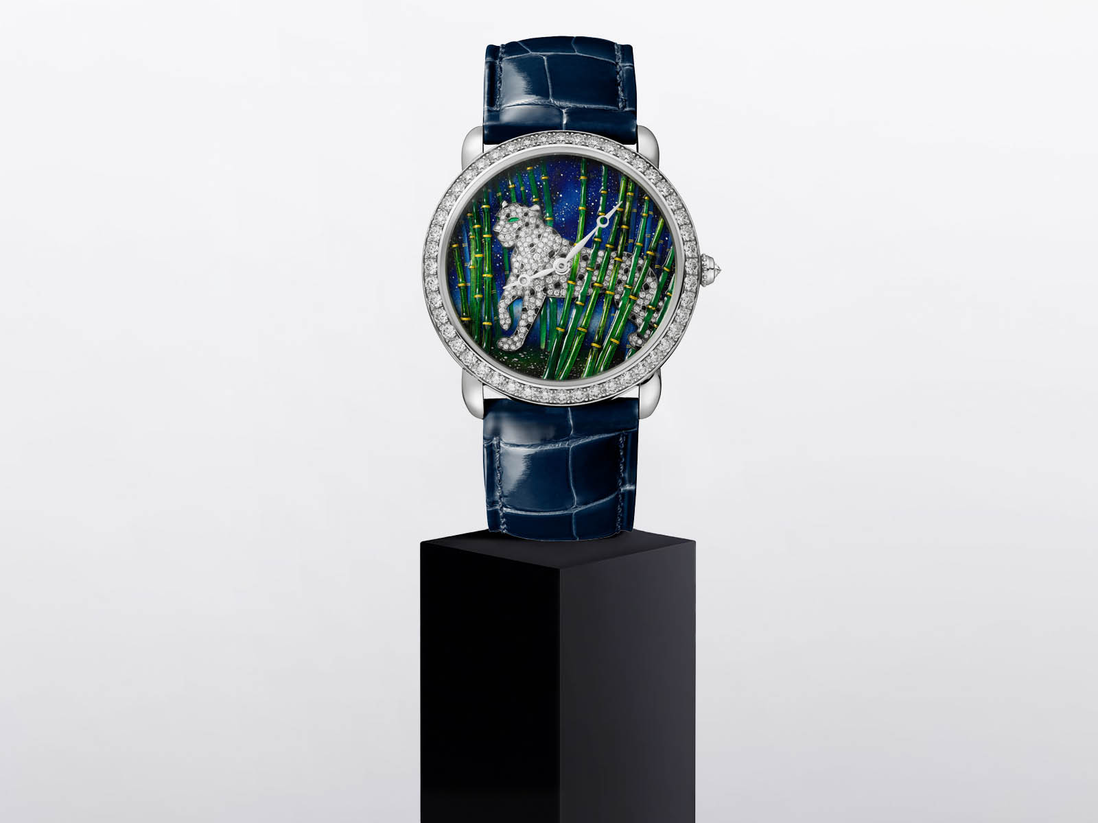 ronde-louis-cartier-enamel-filigree-watch-metiers-d-art-watches-wonders-2020-1.jpg