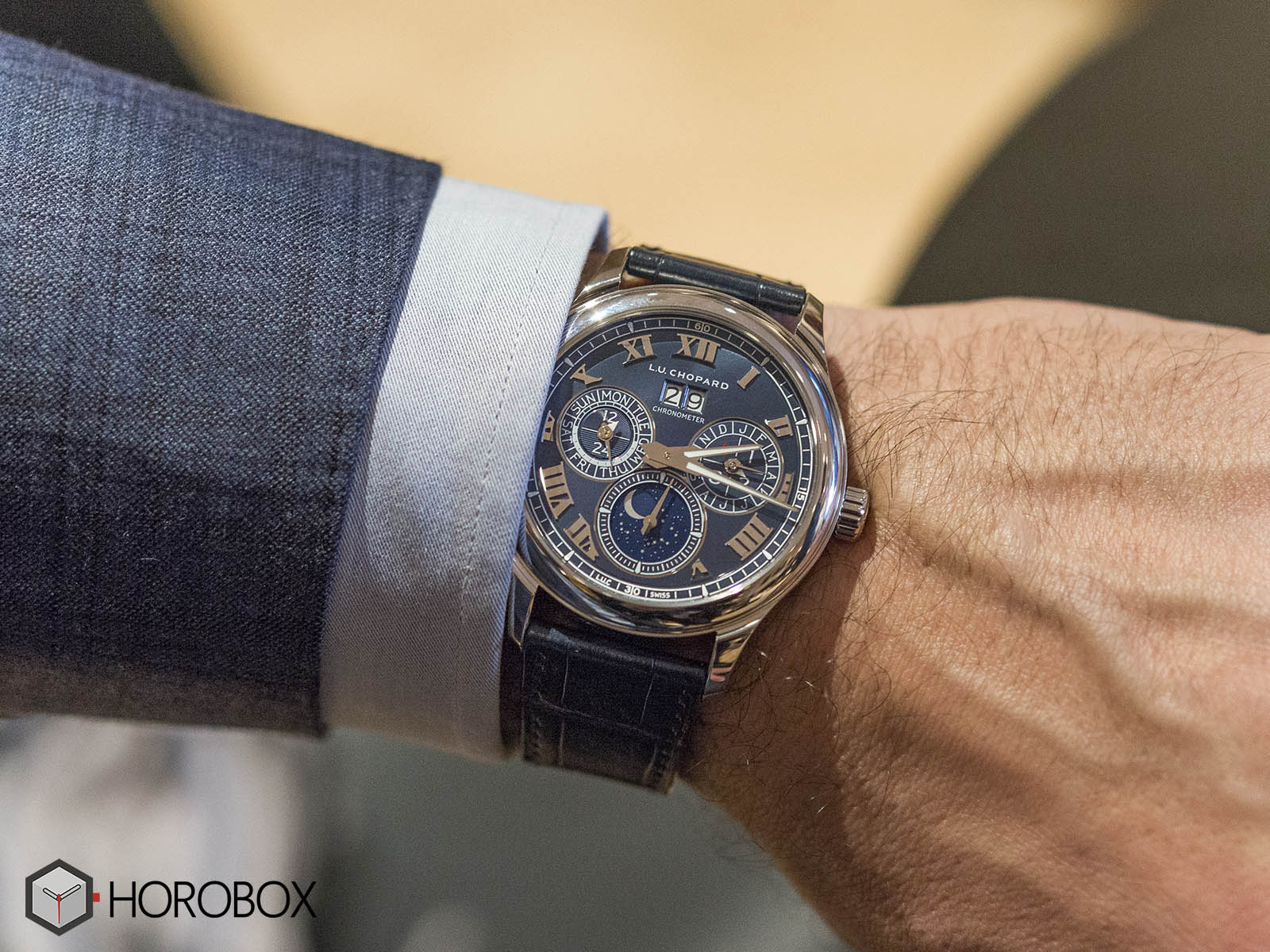 Chopard-L-U-C-Lunar-One-Platinum-Royal-Blue-perpetual-calendar-7-.jpg
