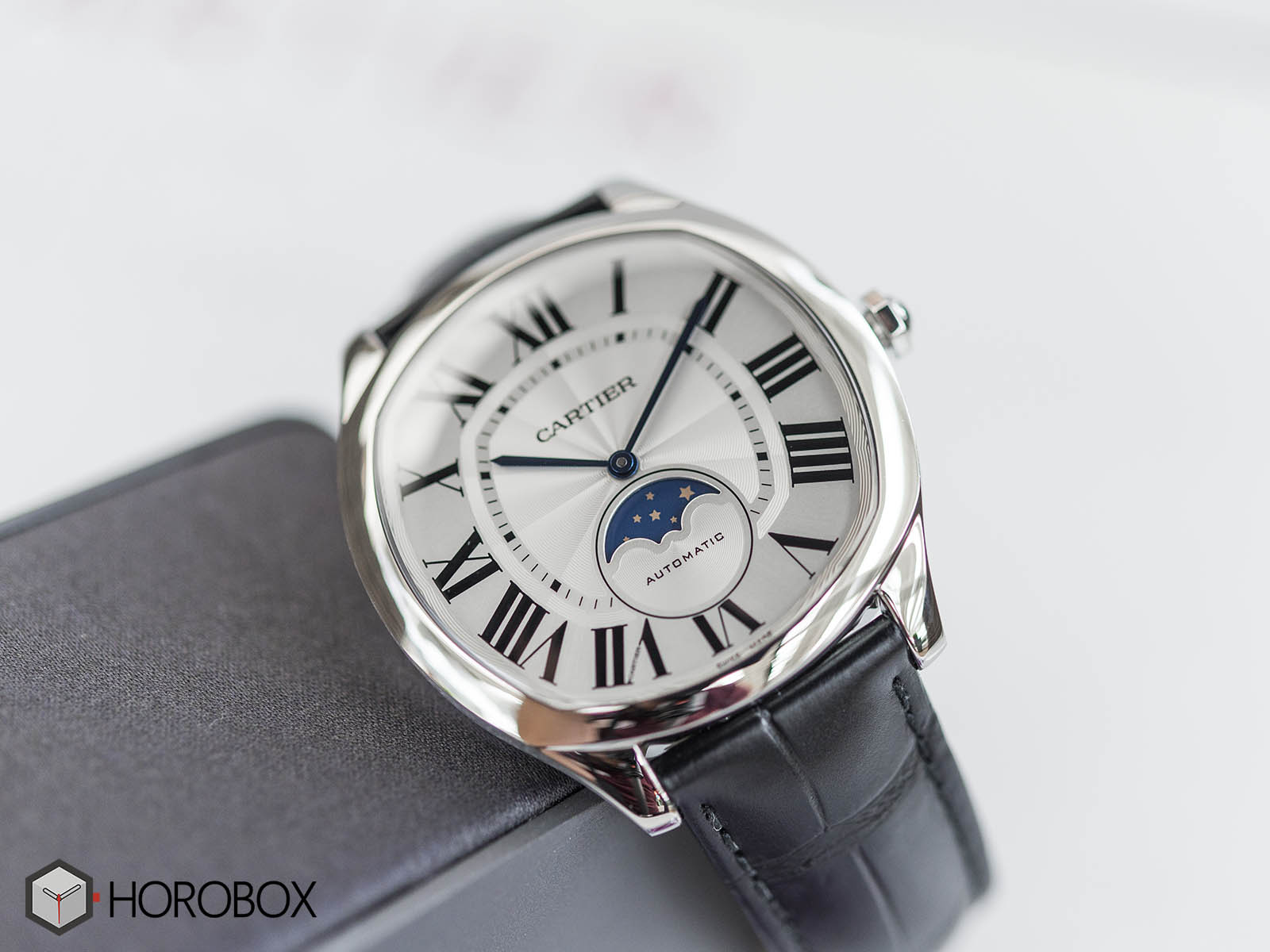 drive-de-cartier-moon-phases-watch-wsnm0008-2.jpg