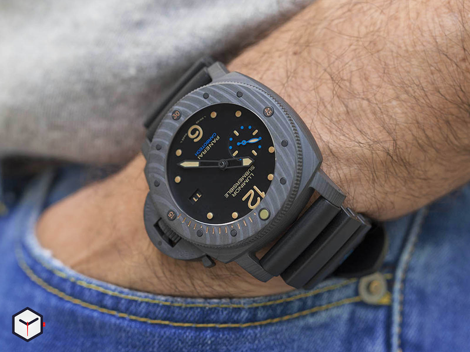 pam00616-panerai-luminor-submersible-1950-carbotech-3-days-automatic.jpg