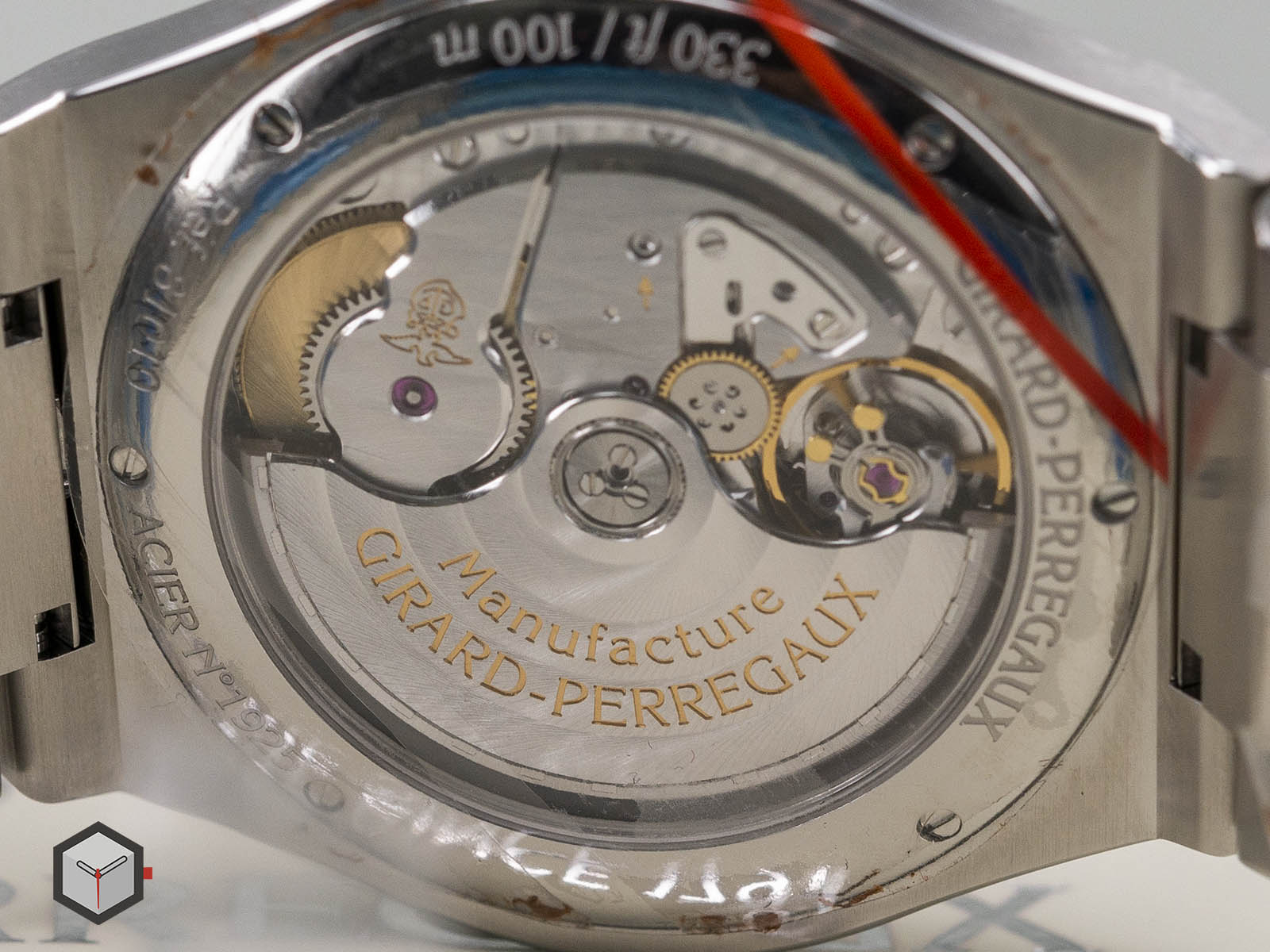 girard-perregaux-laureato-chronograph-42-mm-12.jpg