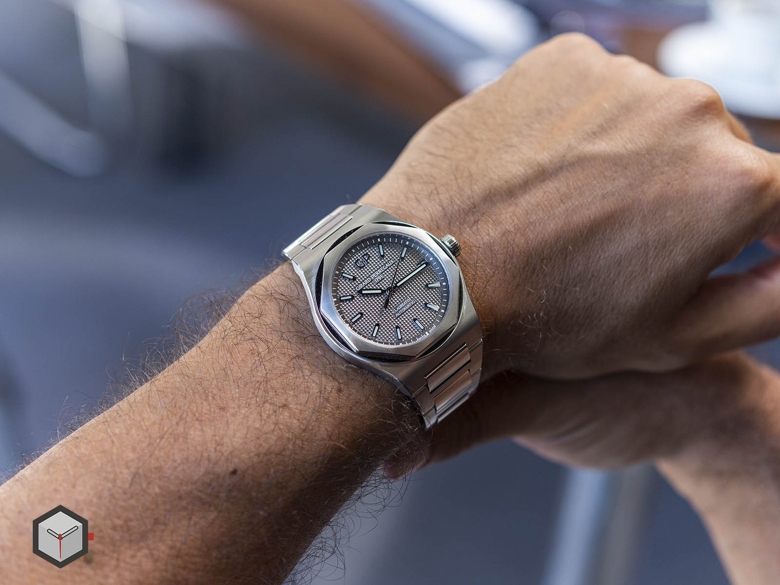 girard-perregaux-laureato-chronograph-42-mm-18.jpg
