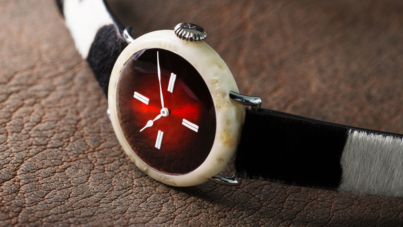 h-moser-cie-the-swiss-mad-watch-kapak-2.jpg