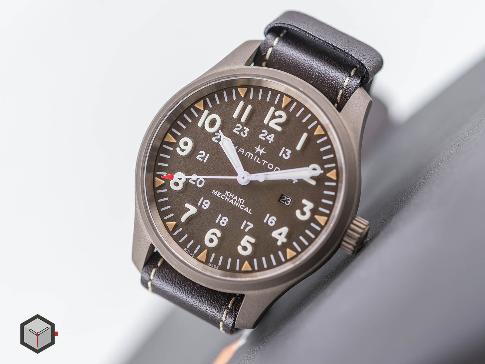 hamilton-khaki-field-mechanical-50mm-pvd-3.jpg