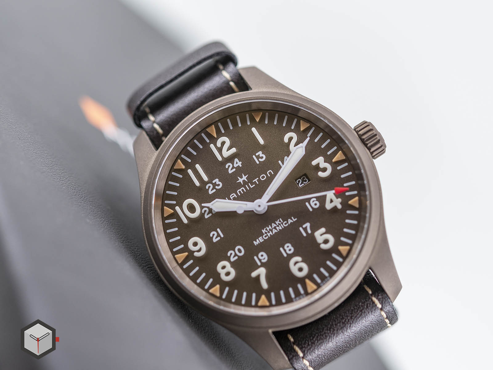 hamilton-khaki-field-mechanical-50mm-pvd-4.jpg
