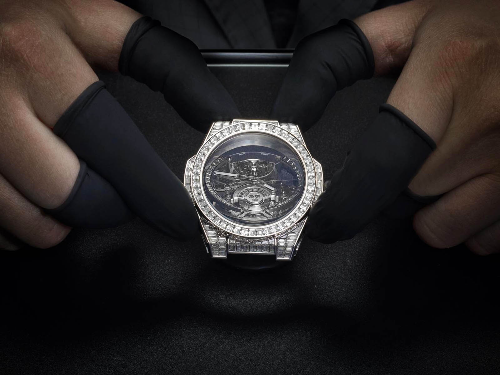 hublot-big-bang-integral-tourbillon-high-jewellery-2.jpg